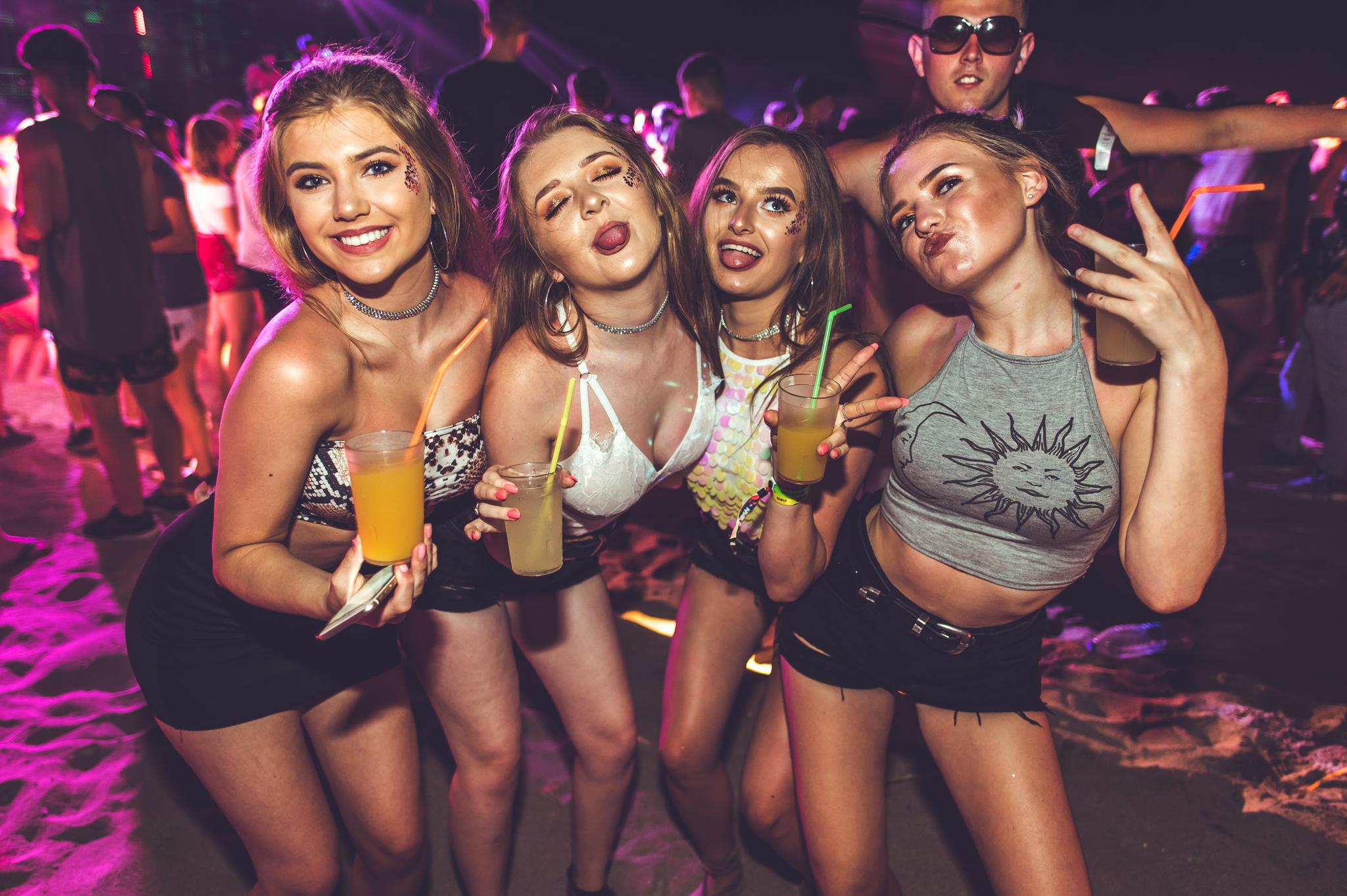 Проститутки и праздники